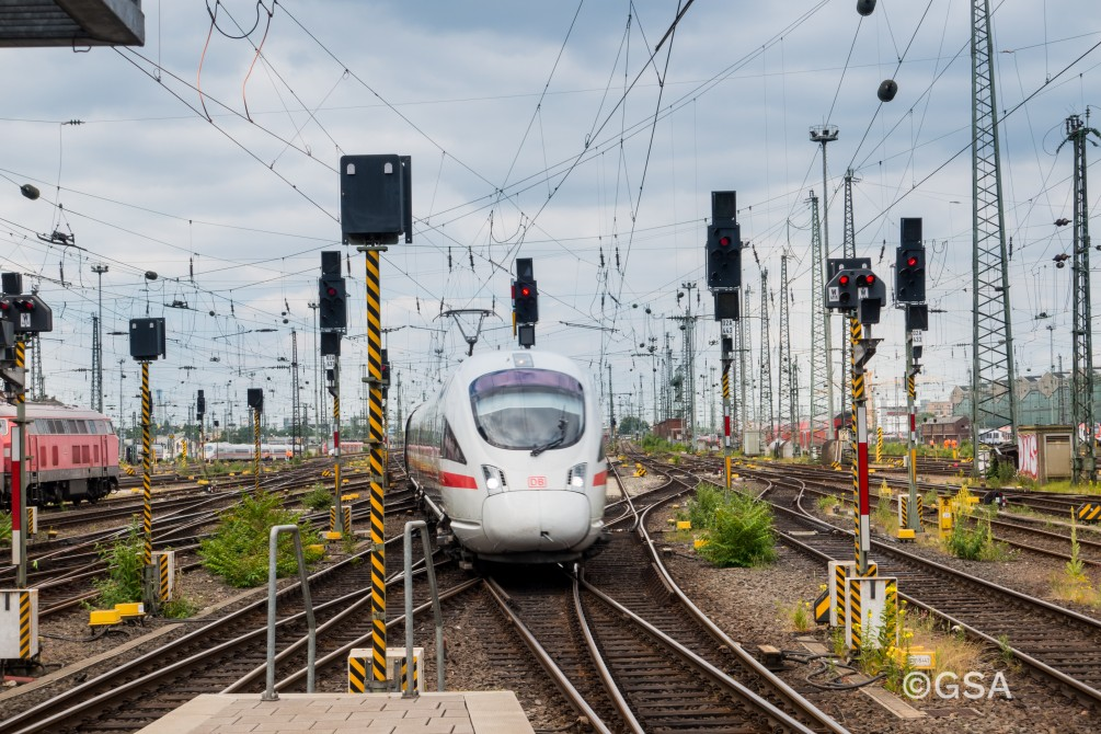 What integrity concept for the rail sector based on EGNSS would enable rationalising the current rail signalling infrastructure?